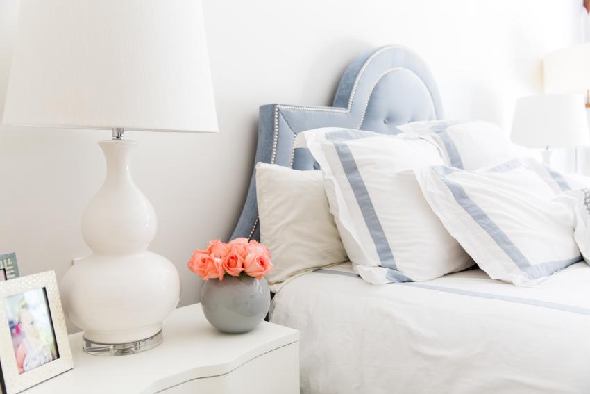 Dreamy White Bedroom Decor on Fashionable Hostess