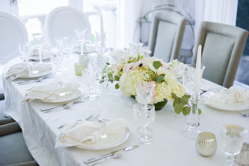 white-and-blush-tablescape9