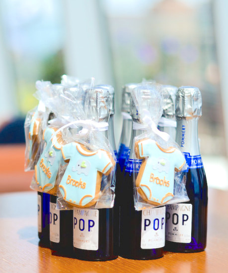 Diy champagne party favors fashionable hostess for Old school party decorations